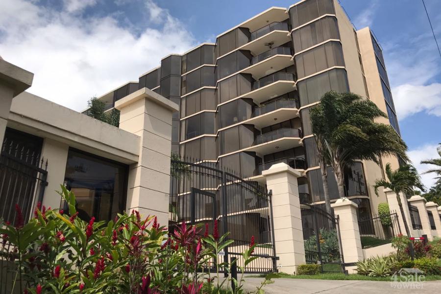 Apartamento con 180 grados de vista en Escazú