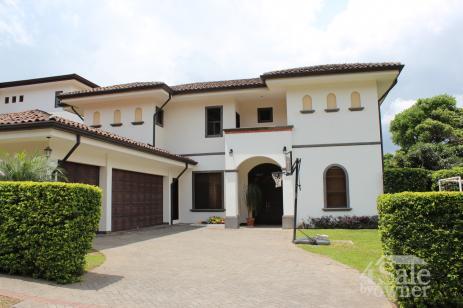 Espectacular casa en condominio de 5 dormitorios en san for B b for sale by owner
