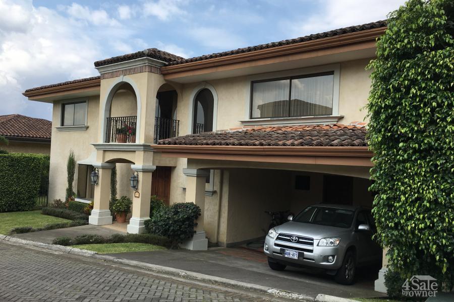 Condominio villas de san antonio casa escaz san jos todo en propiedades - Pizza jardin san francisco de sales ...
