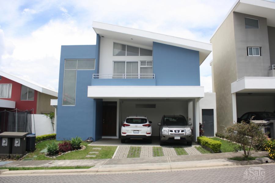 Moderna casa en condominio Mirasol, Sabanilla